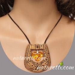 Amulett aus Holz und Schmuckstein