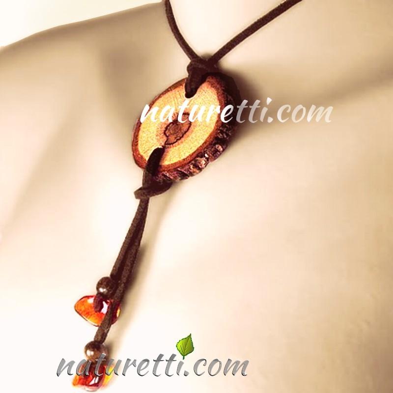 Halskette aus Holz und Bernstein