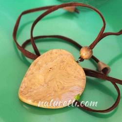 Amulett aus Holz