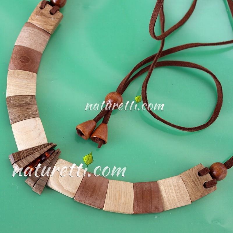 Halskette aus Holz mit Bernstein