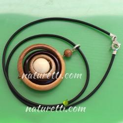 Halskette aus Holz