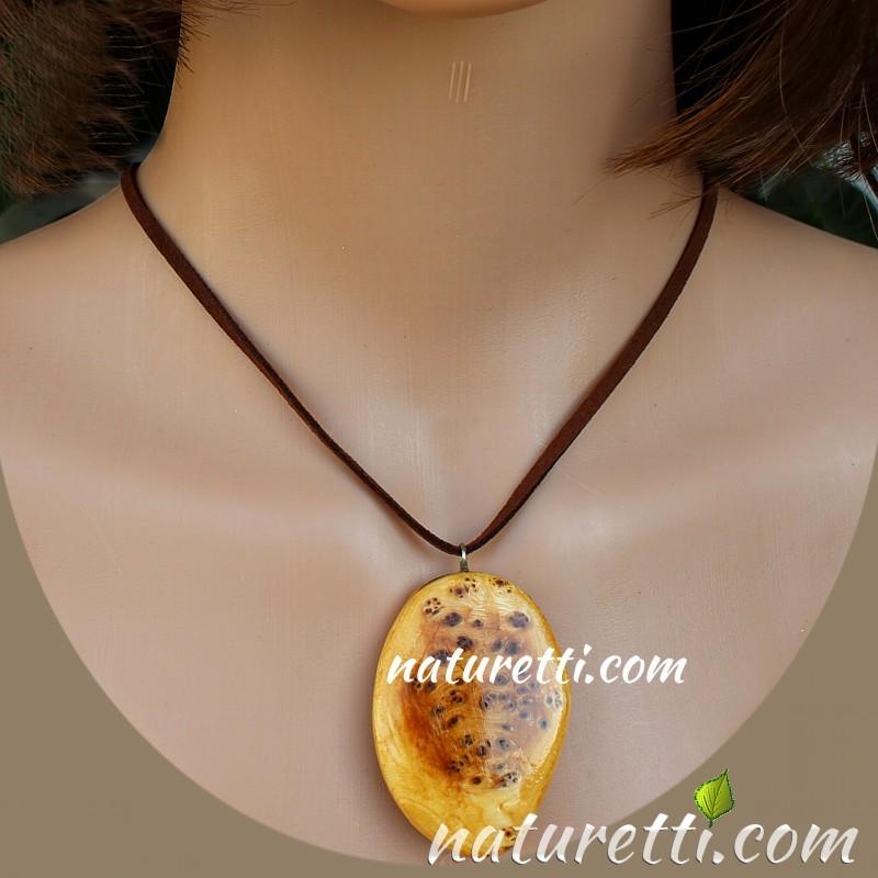 Ethnoschmuck, Amulett aus Holz