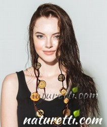 Damen Holzschmuck Halsketten aus Holz lang und mittellang. Designer Holzschmuck